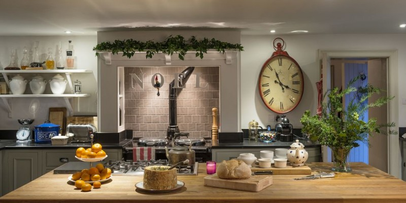 15 Decor Tips To Make Your Kitchen A Christmas Dream