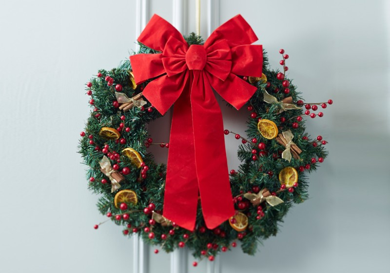 10 Christmas Door Decorations Your Neighbors Will Envy