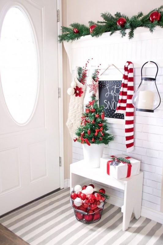 Christmas Entrance Decoration Idea